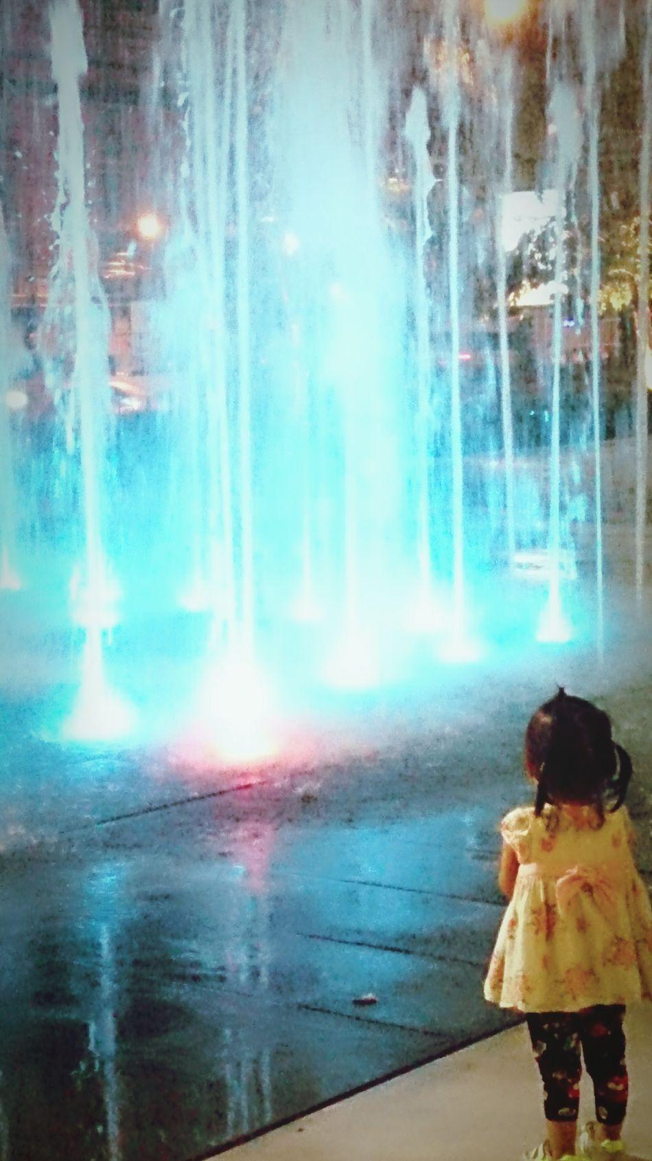 Girl Standing Fountain Colorful Relaxing Worderful Enjoying Life Bangkok Thailand. Life Family Cutekids Streetphotography Traveling Sidewalk