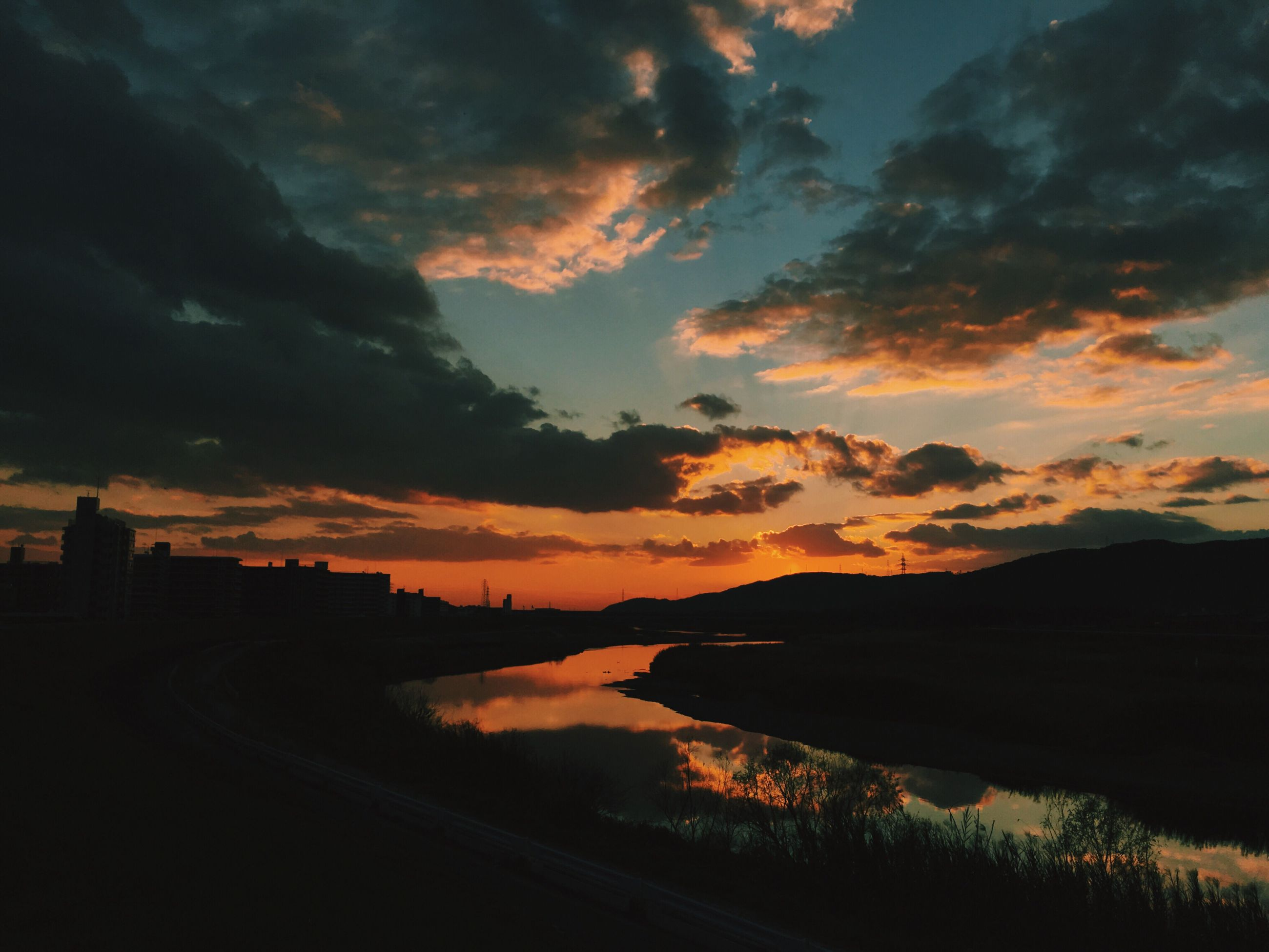 sunset, sky, silhouette, scenics, water, tranquil scene, cloud - sky, beauty in nature, tranquility, orange color, dramatic sky, idyllic, nature, mountain, cloud, lake, cloudy, river, landscape, moody sky