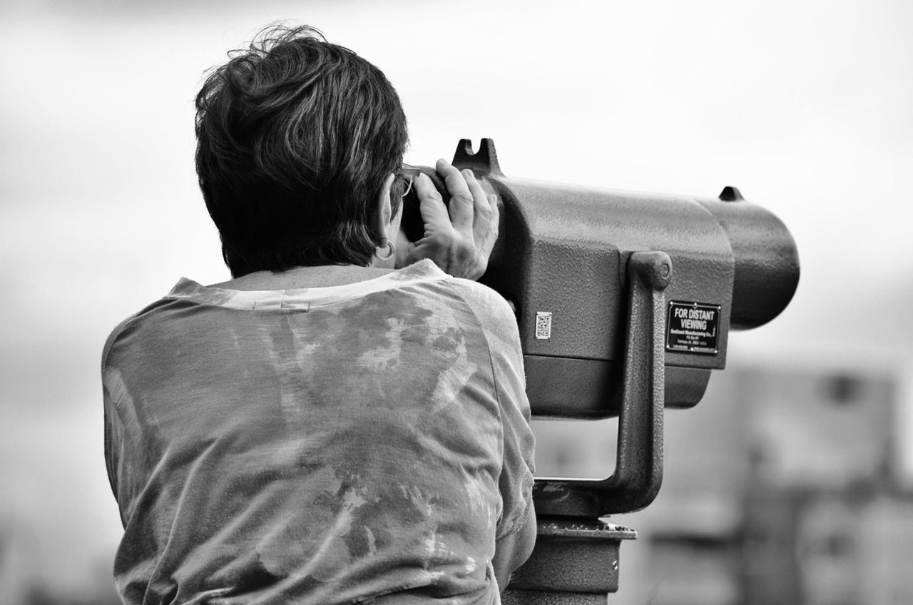 rear view, real people, photographing, camera - photographic equipment, one person, photography themes, digital single-lens reflex camera, outdoors, leisure activity, technology, childhood, standing, lifestyles, day, camera, sky, women, men, close-up, people