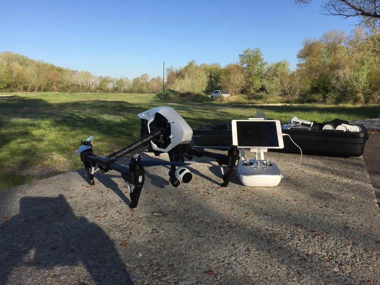 Et voilà l'Inspire1 qui appartiens à la société DRONE SYSTEM. Drone de nouvelle génération qui va révolutionner la prise de vue aérienne. Djiinspire1 Inspire1 Inspire Dji Drone  Dronephotography Dronesystem Drones Aerial Photography Aerial