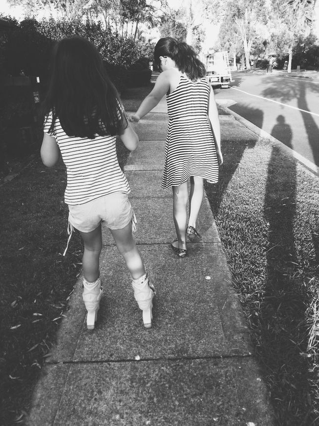 Hi EyeEm friends! I hope you're all well :) Things have been busy, but in a good way. Enjoying Life Sisters Black And White Vsvocam VSCO Vscoaustralia Bnw Family Matters Photography In Motion Things I Like My Daughters ❤️ Showcase: April 2016
