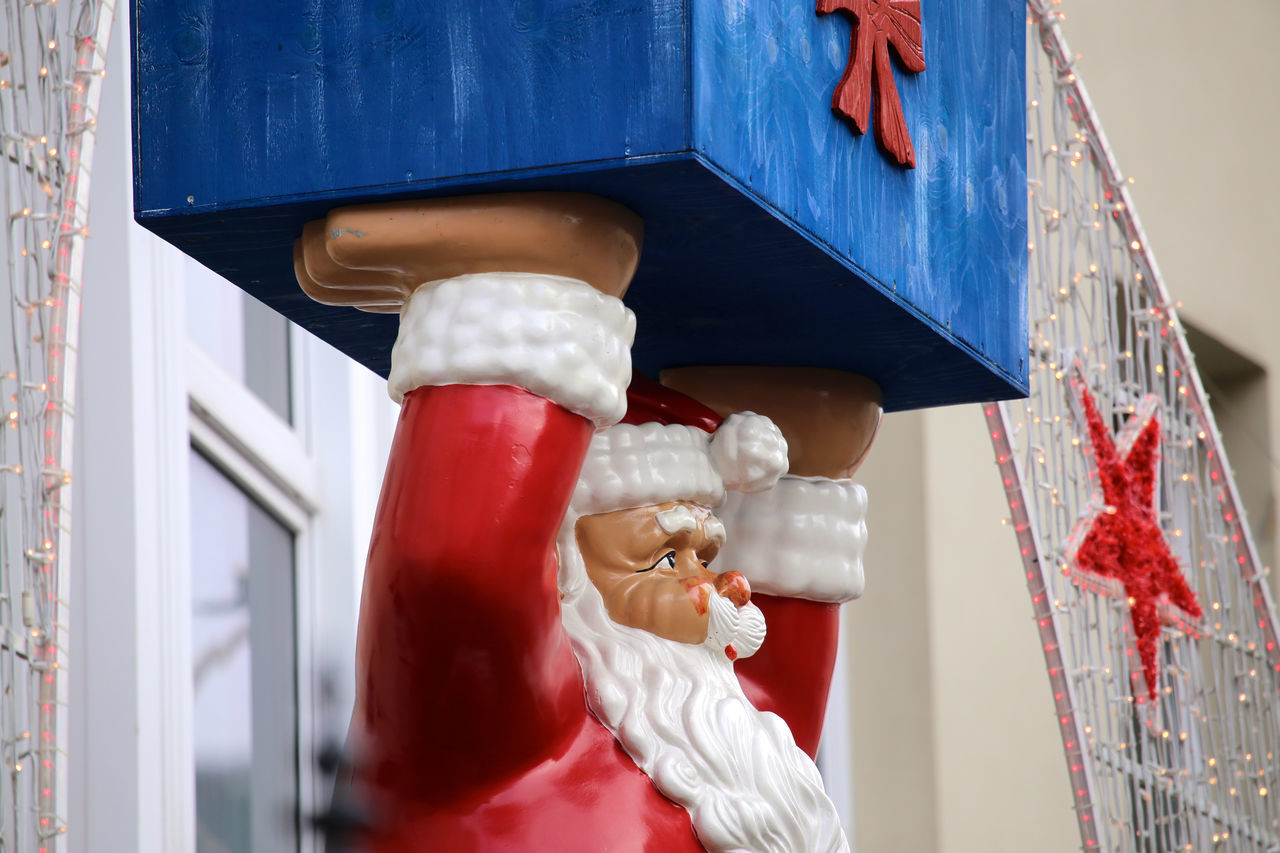 Christmas Coming To Town  Heavy Load Heavy Metal Heavy Rain On Duty Package Present Red Suit Santa Claus Weight Lifting