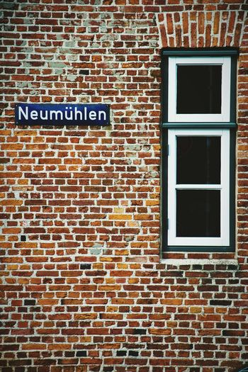 corners of hamburg.. Hamburg Neumühlen Old Architecture Architecture Architektur Taking Photos EyeEm Germany Showcase: November Eye4photography  From My Point Of View Open Edit Urban Geometry Fassade Hamburger Ecken Colorful Window House Taking Photos View Hamburch