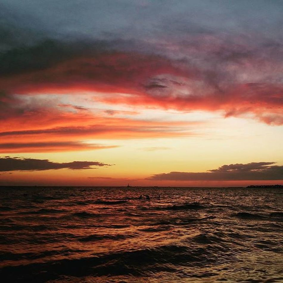 """Uno splendido tramonto arrivò ad occidente, così rapido e inatteso da dare la sensazione che il cielo si stesse muovendo velocissimo."""" (Banana Yoshimoto) Summer2015☀️ Gallipoli Salento Salentoesoncontento Salentu Tramonto Sunset Italy Photooftheday Instaitaly Pugliagram Salento2015 Instasalento Likeforlike Like4like Sun Cocktails Music"""