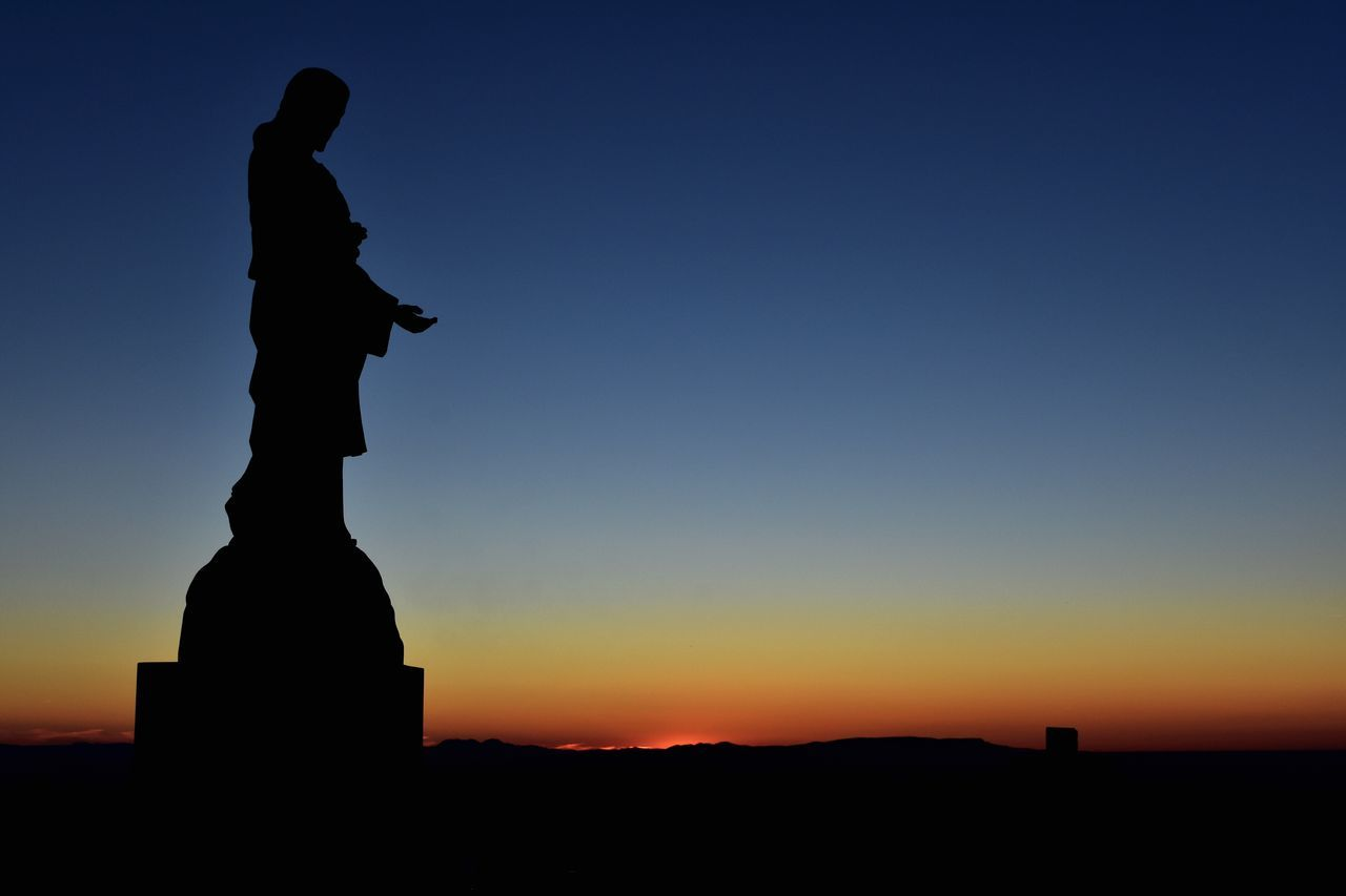 Silhouette Twilight Vibrant Color Sculpture Clear Sky Respect For The Good Taste EyeEm Best Shots Let's Do It Chic! Eye4photography  Exceptional Photographs Tranquil Scene Human Representation Sunset Tranquility Silhouette Statue Dusk Sky Outdoors No People