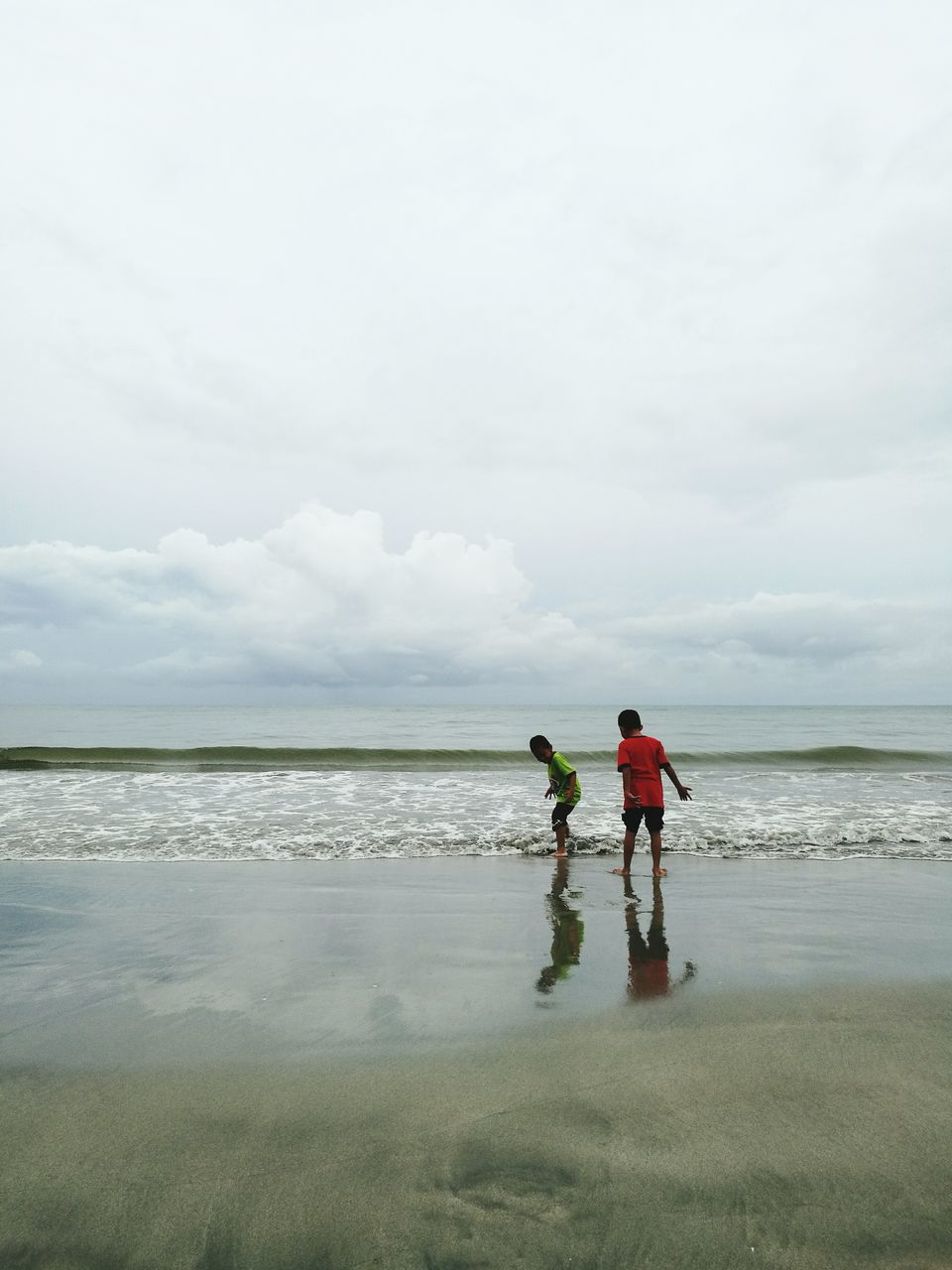 sea, full length, sky, nature, real people, water, family with one child, leisure activity, beach, cloud - sky, horizon over water, day, standing, father, beauty in nature, togetherness, boys, men, lifestyles, vacations, outdoors, scenics, son, motion, wave, childhood, sport, ankle deep in water, people