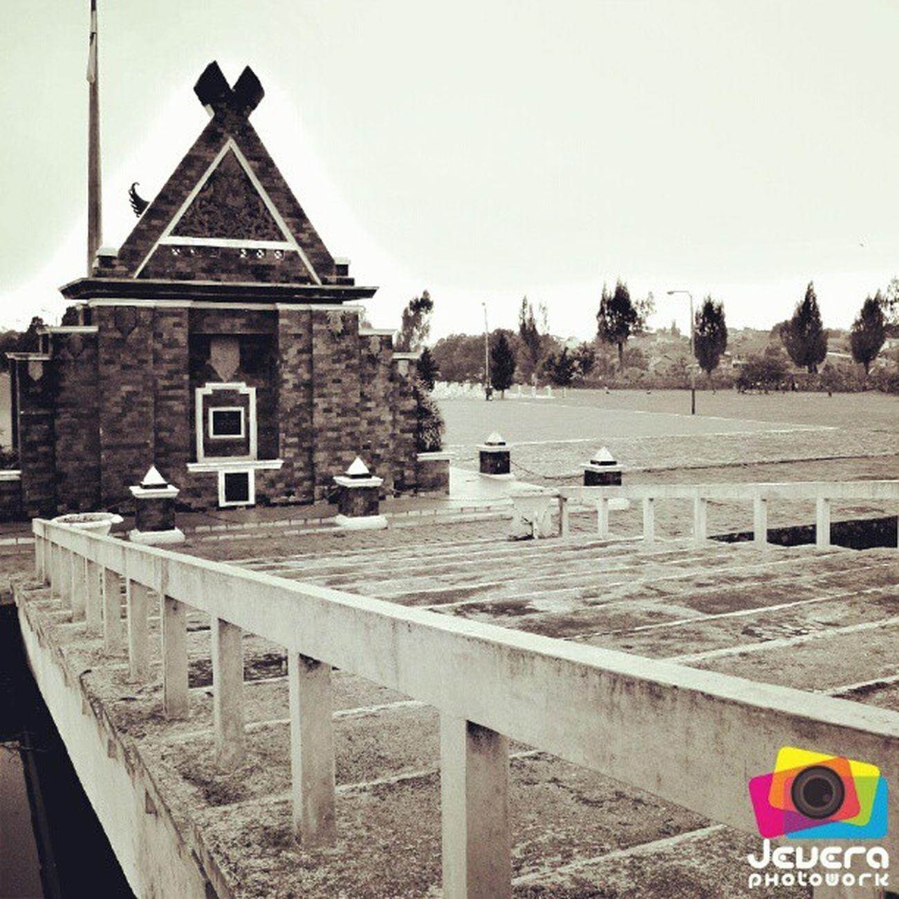 Taman Makam Pahlawan (Cikutra, Bandung) Makan Pahlawan Cikutra Bandung WestJava Indonesia FadeyJevera BlackAndWhite Sephia Tomb FadeyJevera