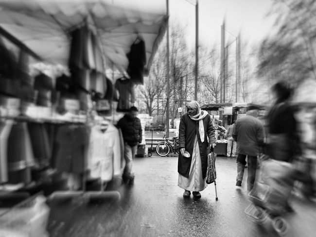Au marché. Streetphotography Authentic Moments Outside Eyeem France Blackandwhite Photography EyeEm Best Shots - Black + White Bnw_collection Street Photography Streetphoto_bw Marketplace