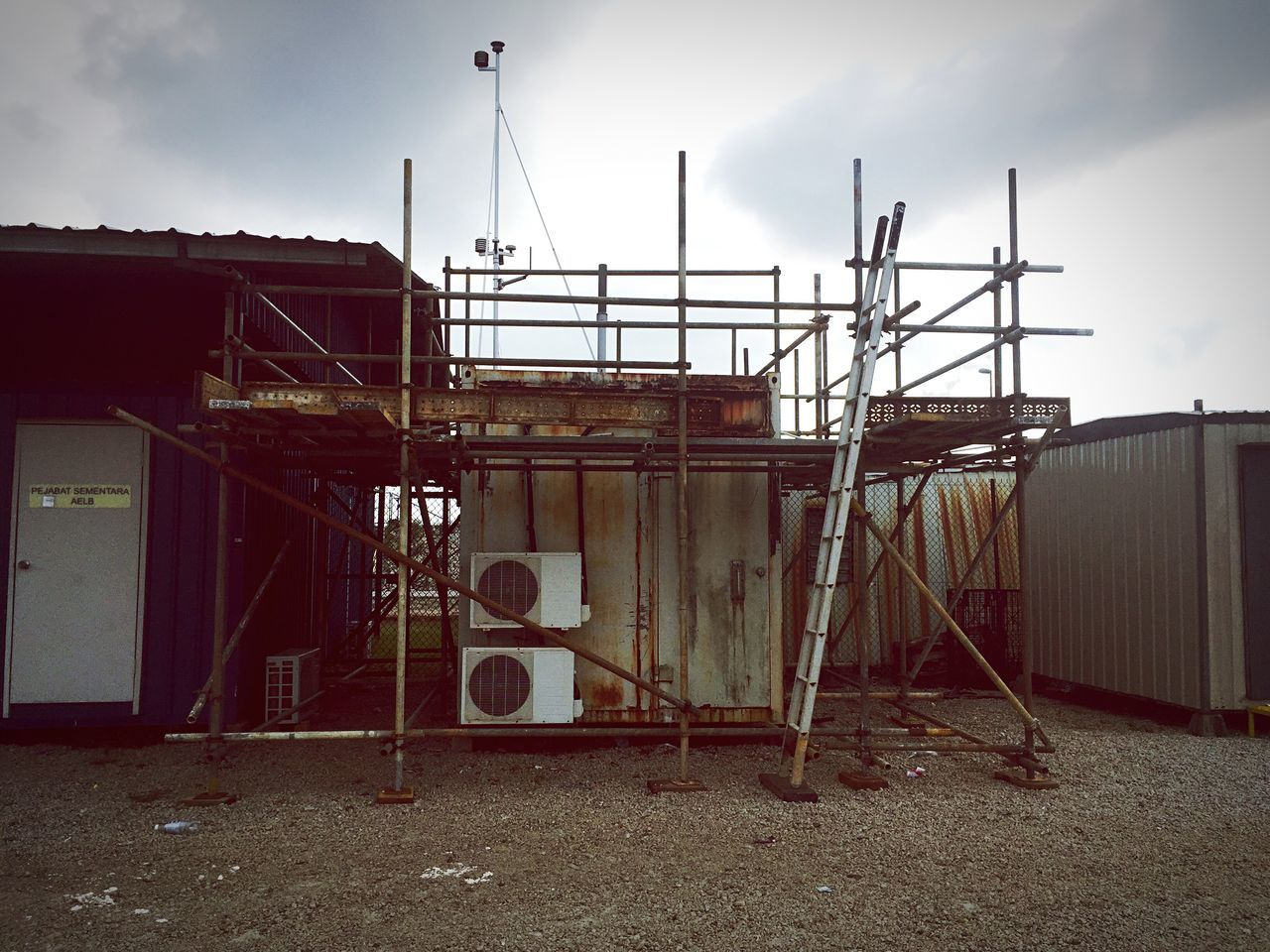 Built Structure Building Exterior Architecture Sky No People Scaffolding Scaffold Scaffoldings Scaffolding And Rain