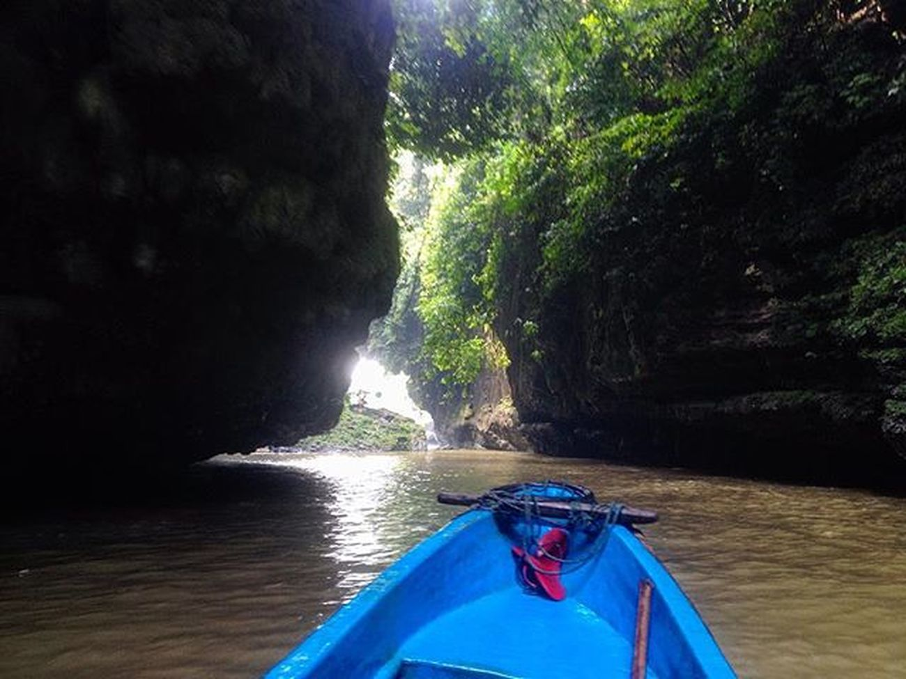 Sendal jepit aja gue ajak foto masa kamu ga mau? Greencanyon  Travelingindonesia Backpackerindonesia Taking Photos