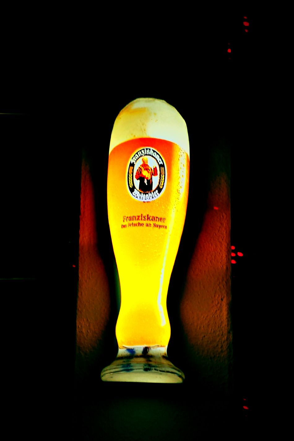 Photo Pictures Pictureoftheday Trinken Trinking Beergarden  Beer Time Beer Lights Indirect Lighting Light And Shadow Picture Human Meets Technology Déco Decoration Lamplight Lamps Decoracion Picturing Individuality Creativity Focus On Foreground Ligth And Shadow Scenics Kreatives Reflection