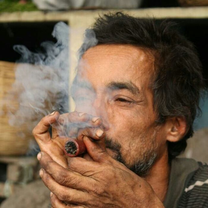 Randomshot Street Photography Charas Smoke Weed Man Stoned #Trippy