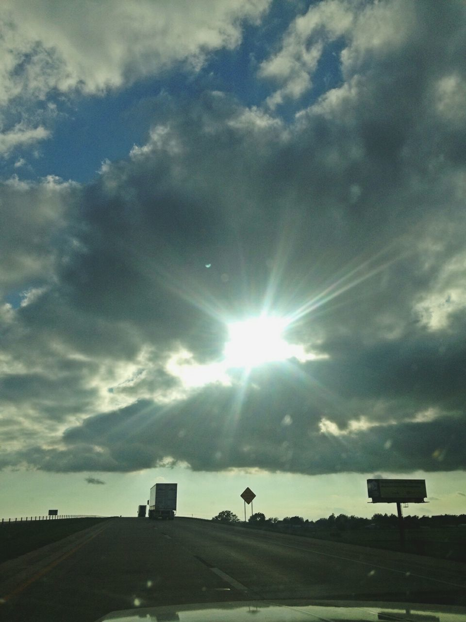 sun, sunbeam, sky, lens flare, sunlight, cloud - sky, no people, low angle view, outdoors, nature, built structure, day, scenics, beauty in nature