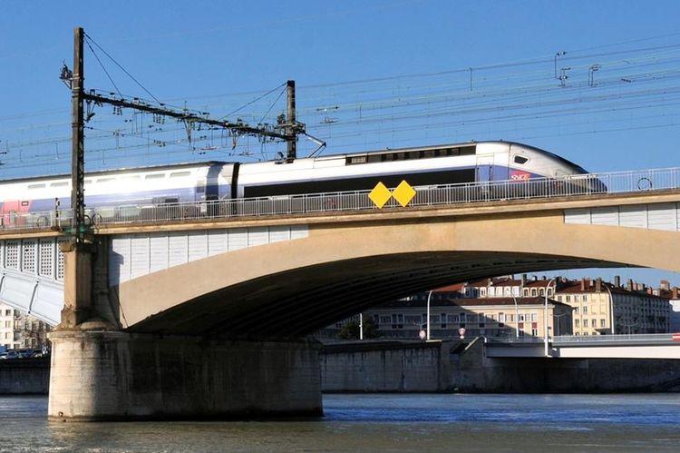 Looking Into The Future Train Tracks TGV Eyelyon Only Lyon Street Photography Bridge Brücke