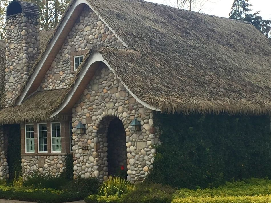 Architecture Building Exterior House No People Roof Fairytales & Dreams No Filter No Edit Just Reality Click Click 📷📷📷 Landscape_photography Landscape_Collection Landscape #Nature #photography Houses And Windows Thatched House Thatsdarling Thatched Roof Thatched Cottage Thatched Cottage Country Cottage EyeEm Eyeem Market EyeEm Gallery 🇺🇸✌️❤️ 🔅🔆Place of peace.. fairytale cottage plenty of ivy and privacy. Beauty in the eye of the beholder.. A cup of tea anyone😌🔅🔆