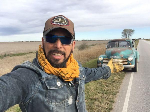 Camino a Cordoba Argentina RatRod Chevy