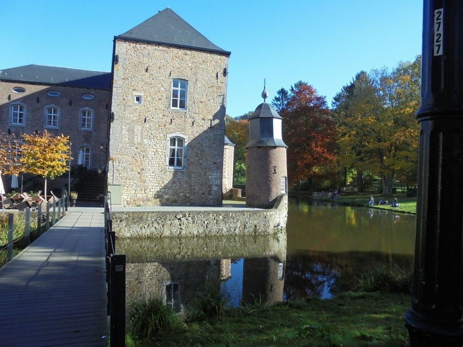 Castl Of Erenstein-Kerkrade Waterreflections  Lovelynatureshots DitisLimburg L1 IloveHolland Wonderful _ Netherlands Noedit Beautiful Bluesky 🌈🌈🌈 #