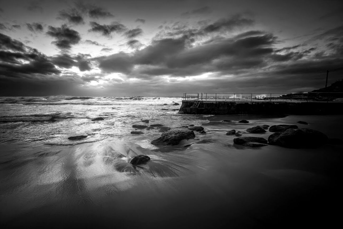 A black and white from Curl Curl beach last week. Blackandwhite Blackandwhite Photography Black And White Photography Landscape_photography