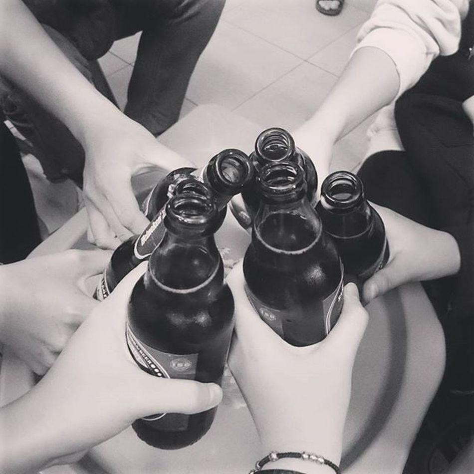 Bọn tớ đã ăn hết 1 củ như vậy đấy :)) . . . . . . Blacknwhite Beer Hangout Friends Bestfriends Bff Teammộcnhĩ Tetholiday Eating Drinking Hanoicorner Ourhanoi Hanoistreet Instadaily Instapics Vscovietnam Vscohanoi Vscocam Vscodaily Photoftheday