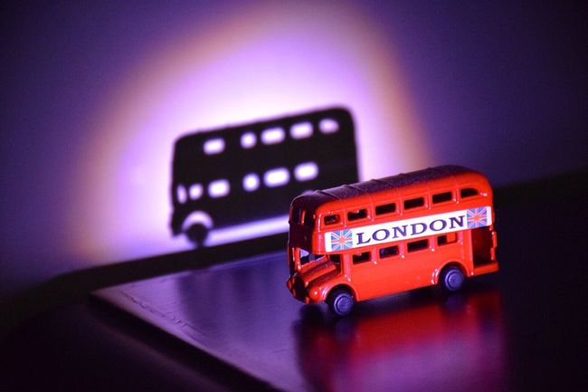 Bus London Shadow Light Light And Shadow Red Miniature Collectable Londonbus