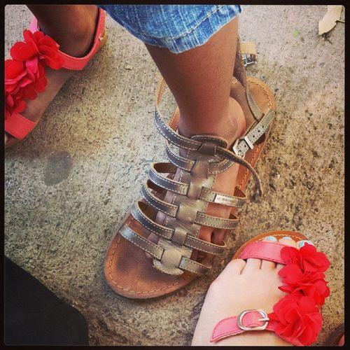 Je persiste à mettre sa chaussure pas moyen. --' ◇◆◇ Petitange Love ♥