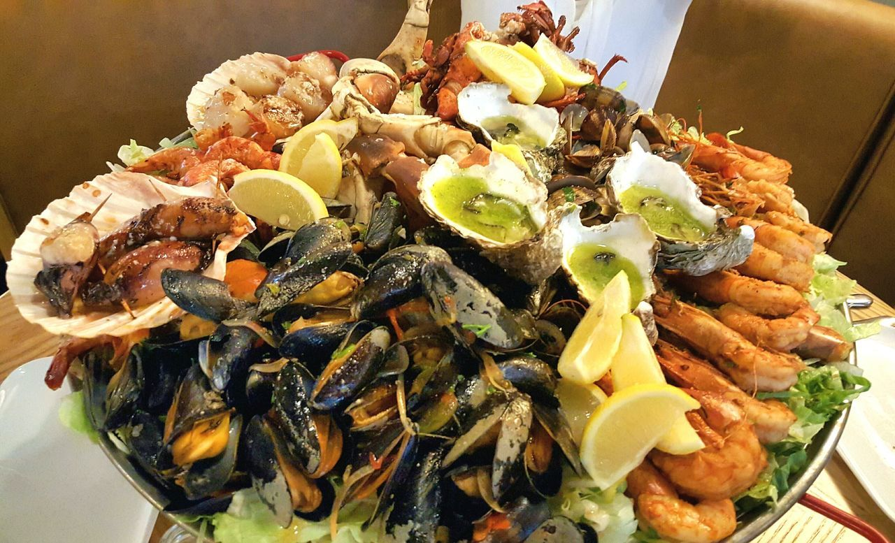 Seafood Eating Dinner Fish Hungry Super Fresh Still Swimming Lobster Foodporn Food Eat Eat And Eat Eat Me...Now! Eat Crab Coquille Seafood Time Seafoods Shrimps Oyster  Vongole Seafoodporn Platter Dinner! Relaxing Restaurant