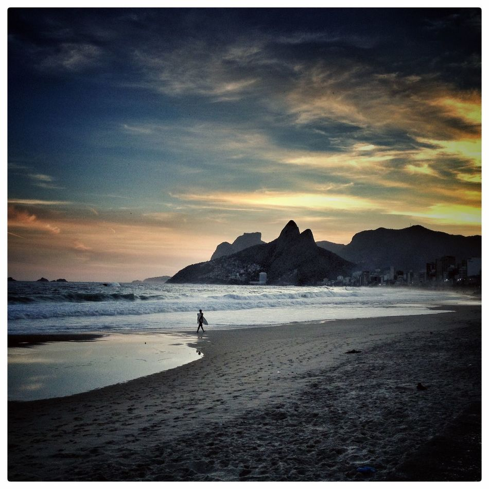 Sea Auto Post Production Filter Beach Horizon Over Water Sky Scenics Water Nature Tranquil Scene Sand Sunset Tranquility Beauty In Nature One Person Silhouette Outdoors Full Length Vacations Real People Day ipanema arpoador