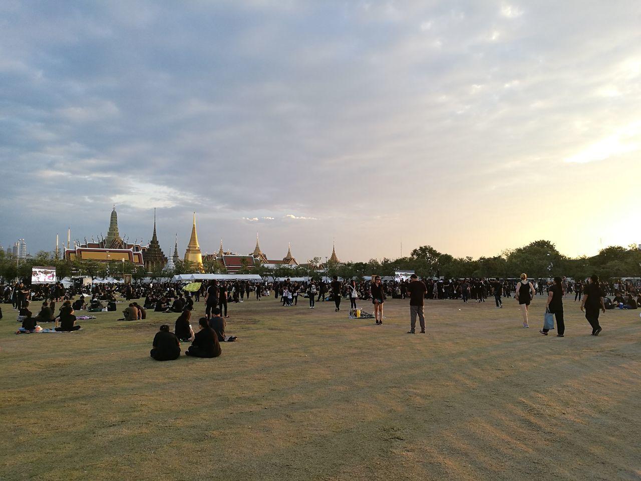 City Sky People Day Sunset Cultures Lifes Nature สนามหลวง ฉันเกิดในรัชกาลที่ ๙ ขอเป็นข้ารองพระบาททุกชาติไป ฉันรักประเทศไทย สยามเมืองยิ้ม