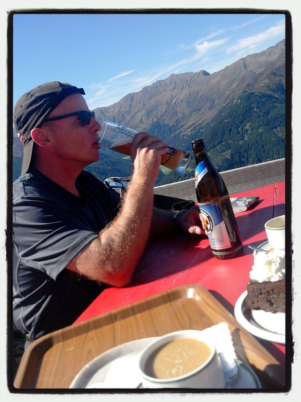 Elferhütte Stubaital Trekking Drinking Beer