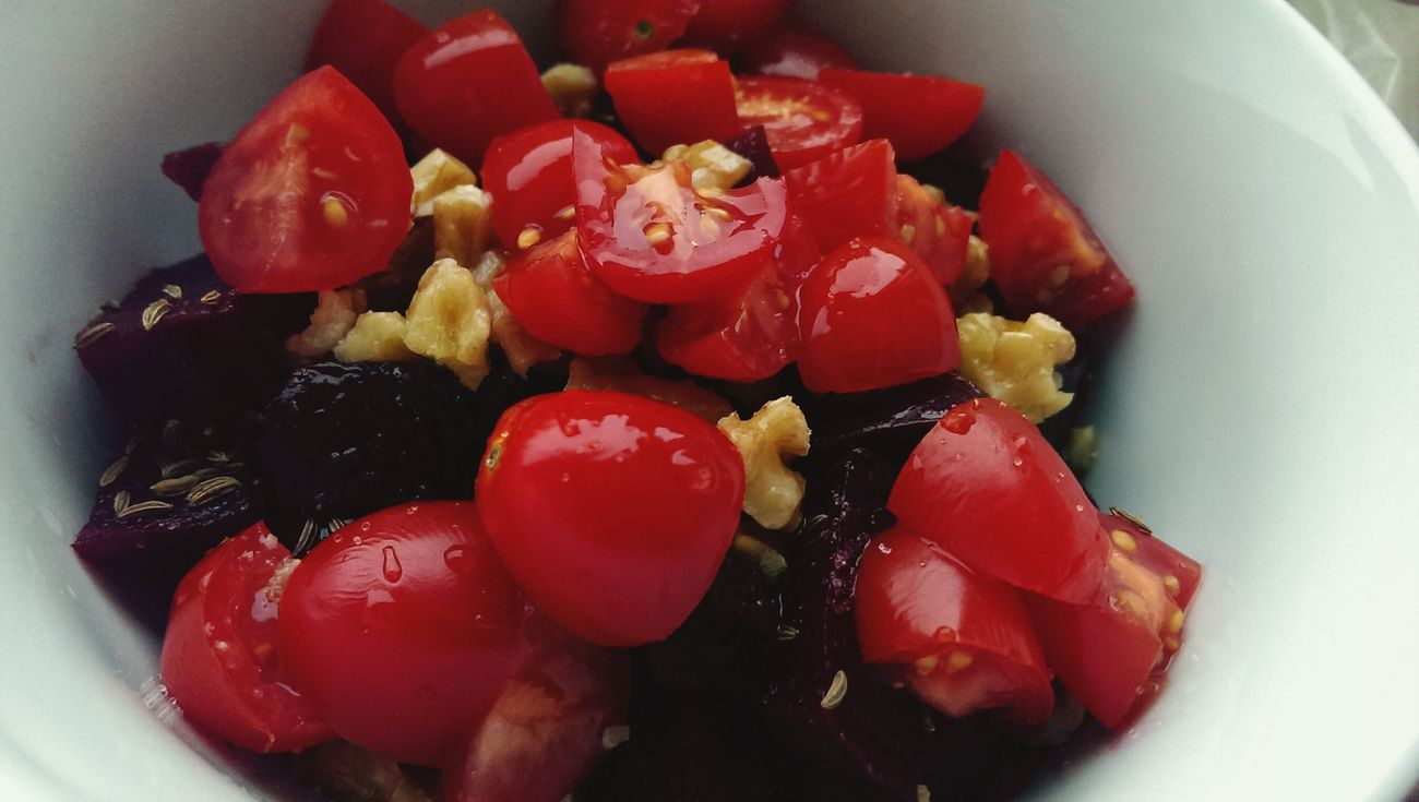 Rote Beete Tomaten Walnüsse Kümmel