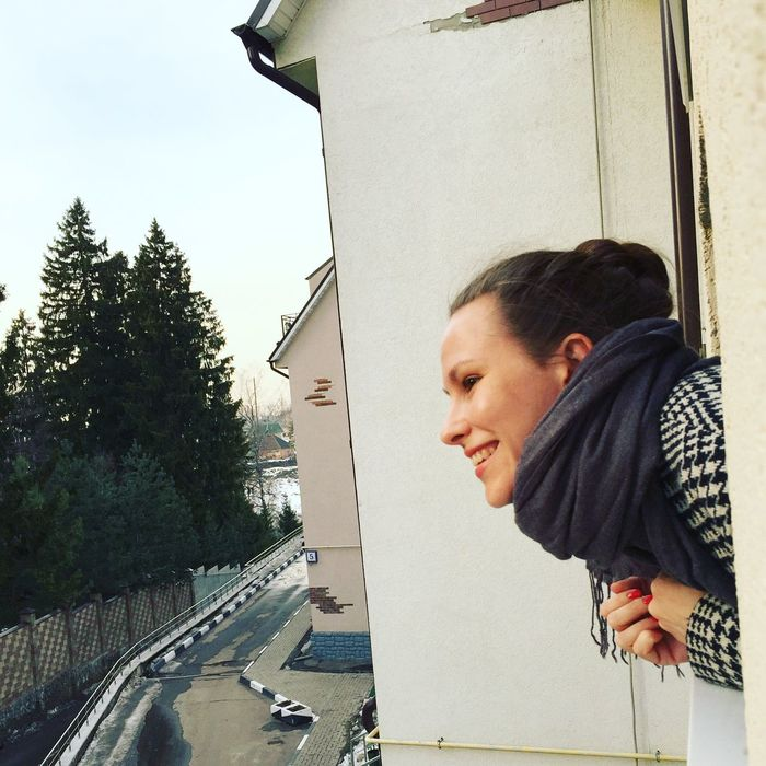 One Person Close-up Popular Photos Beautiful Day Architecture Built Structure Outdoors Sky Relaxing City Life New Opening Taking Photos Beautiful Woman Hello World Good Time Portrait Lifestyles Enjoying Life Building Exterior Standing Check This Out Beauty In Nature Hanging Out Window Display