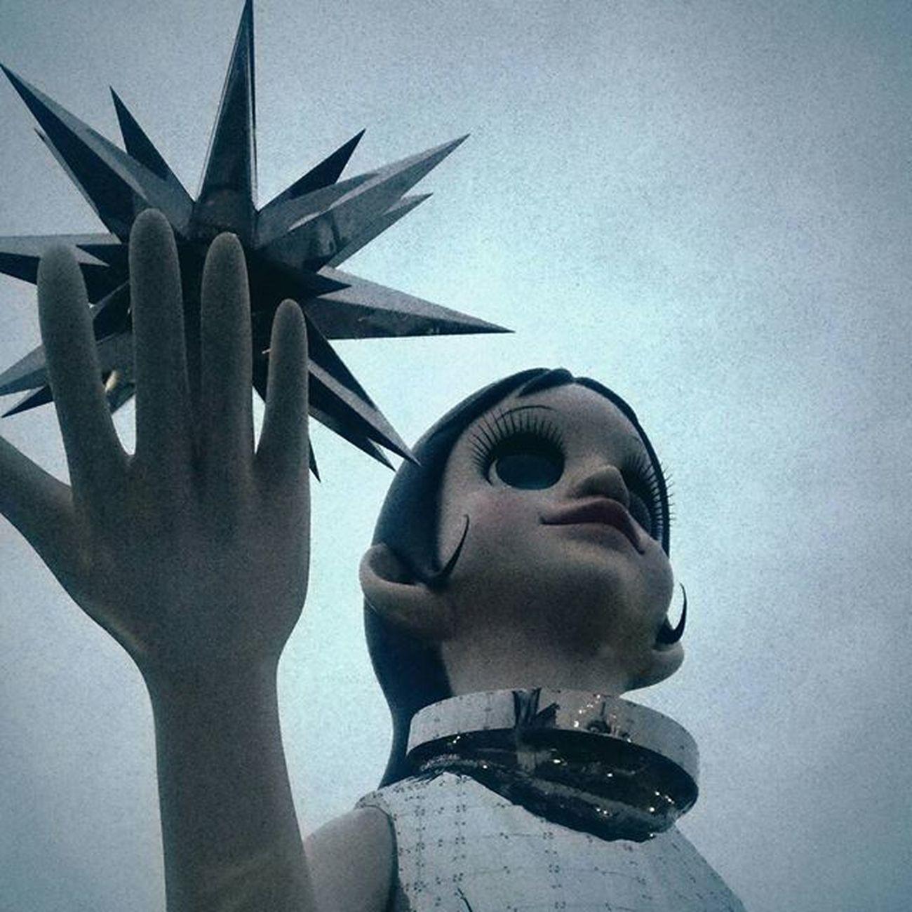 仕事を切り上げてダッシュで美術館へ。閉館までの40分間だけでしたが、良い気分転換になりました。 兵庫県立美術館 Sun_Sister なぎさ ヤノベケンジ 過去現在未来を見つめる少女像 阪神大震災復興 希望の象徴 Monument Japan