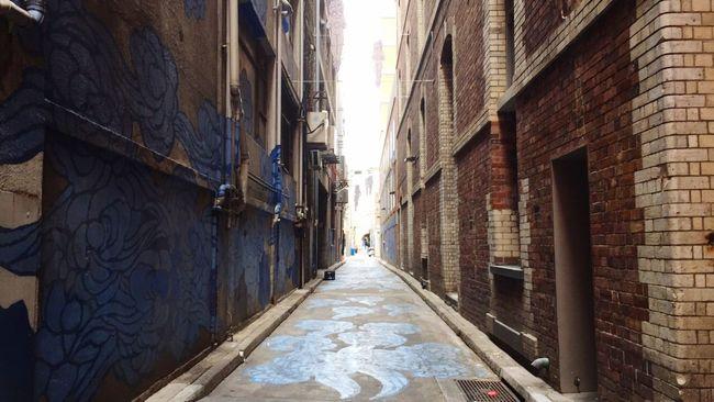 The Street Photographer - 2016 EyeEm Awards | Laneway Art | Blue Angel