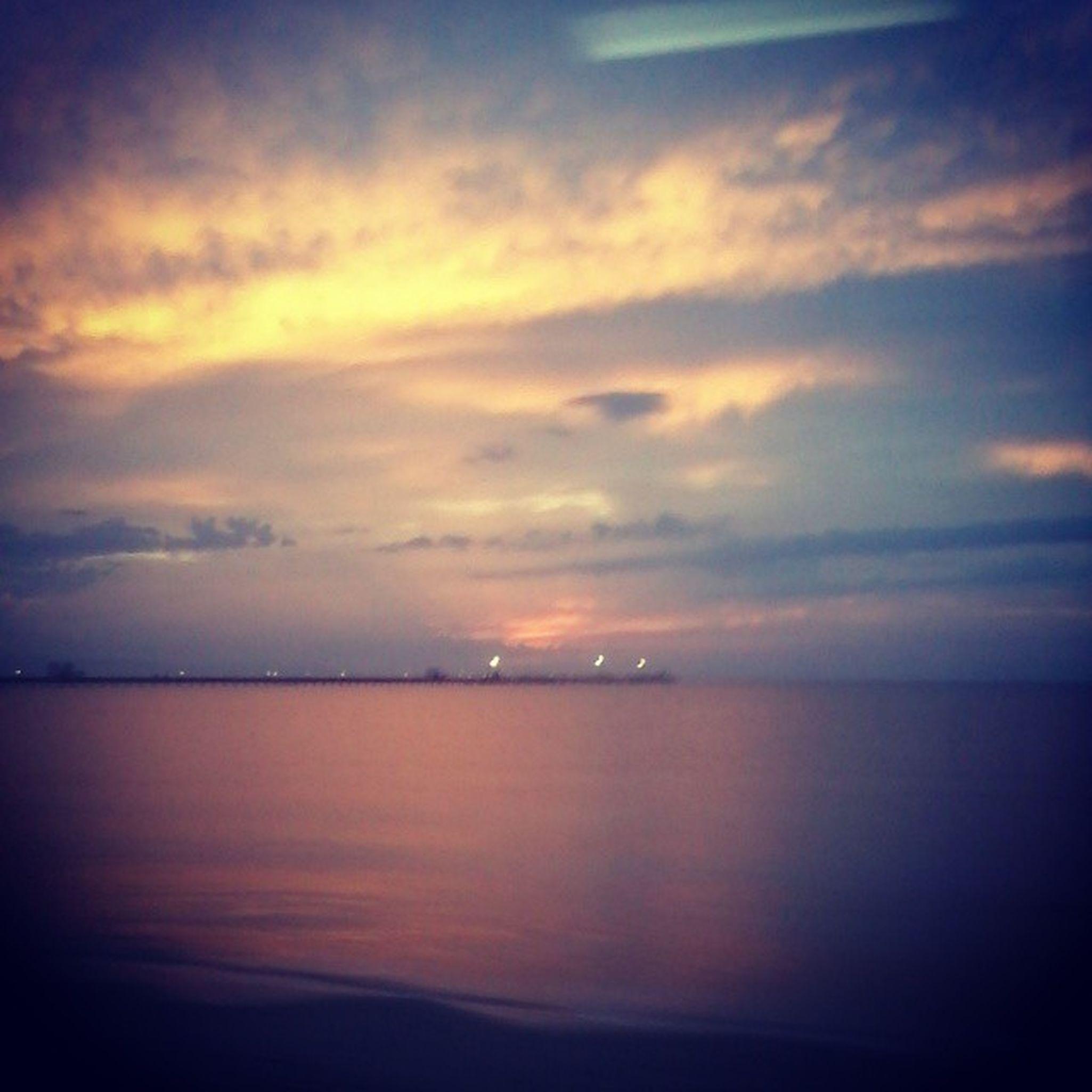 Sonno leggero in pullman Arst Linearossa Sunrise Sea giorgino clouds red
