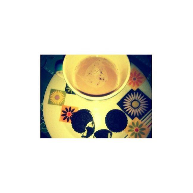 Hot choco & oreo... :-P (pahabol coz I feel cold..)