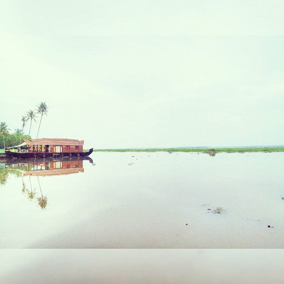 One of the best trip ever! Awesome Place Kerala Backwaters Houseboat GodsOwnCountry Beautiful Nature Love Travel Kumarakom Kottayam Wanderlust Goodvibes Memories Throwback Trippy Blue Sky Evening Clear Water Green Trees Amazing view good day nice scenery
