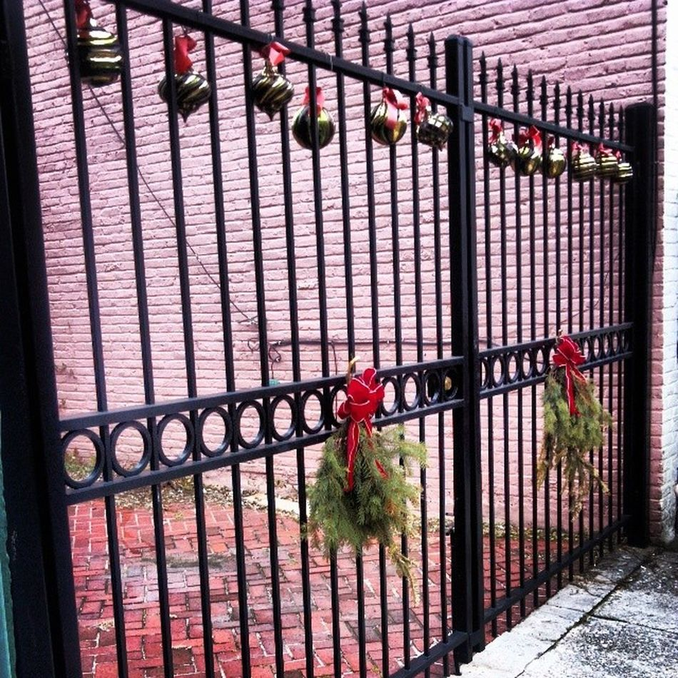 Less than a week to go before Paddy's Day, and a neighbor still has their Christmas decorations on display :-/