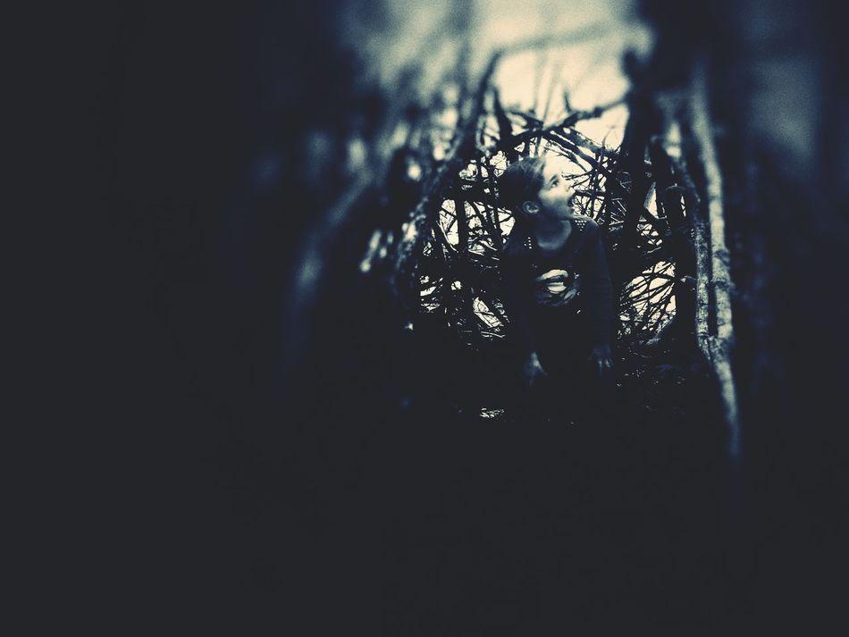 Dans les bois, Juliette a peur... Scared Face Girl Monochrome Gir Scary Face Scary