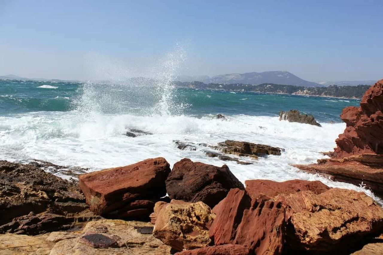 sea, water, motion, nature, beauty in nature, rock - object, wave, power in nature, rock, hitting, horizon over water, force, scenics, day, crash, outdoors, no people, breaking, clear sky, sky