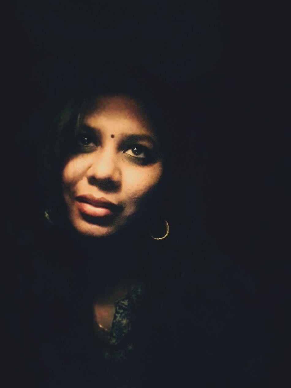 Portrait Beautiful Woman Close-up EyeEmNewHere Photooftheday Eyeemphotography Women Me Bindi Face