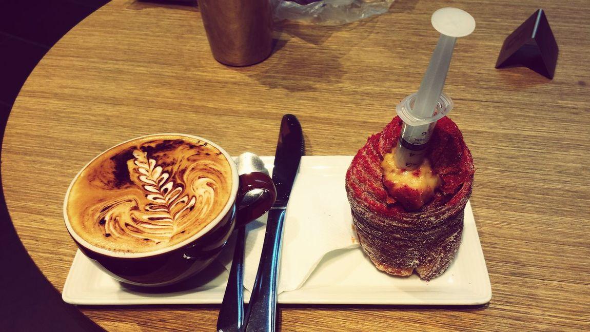 Saturday coffee date with my mate Latte Art Cappucino Cruffin ☕🍩🍰