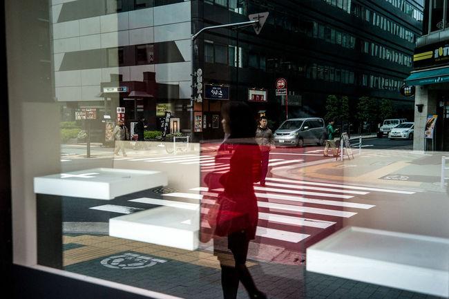 Tokyo Street Photography Streetphotography Reflection Colors Street Photography AMPt - Street Eye4photography  EyeEm Best Shots Urban Lifestyle Everybodystreet Street Life People Capture The Moment