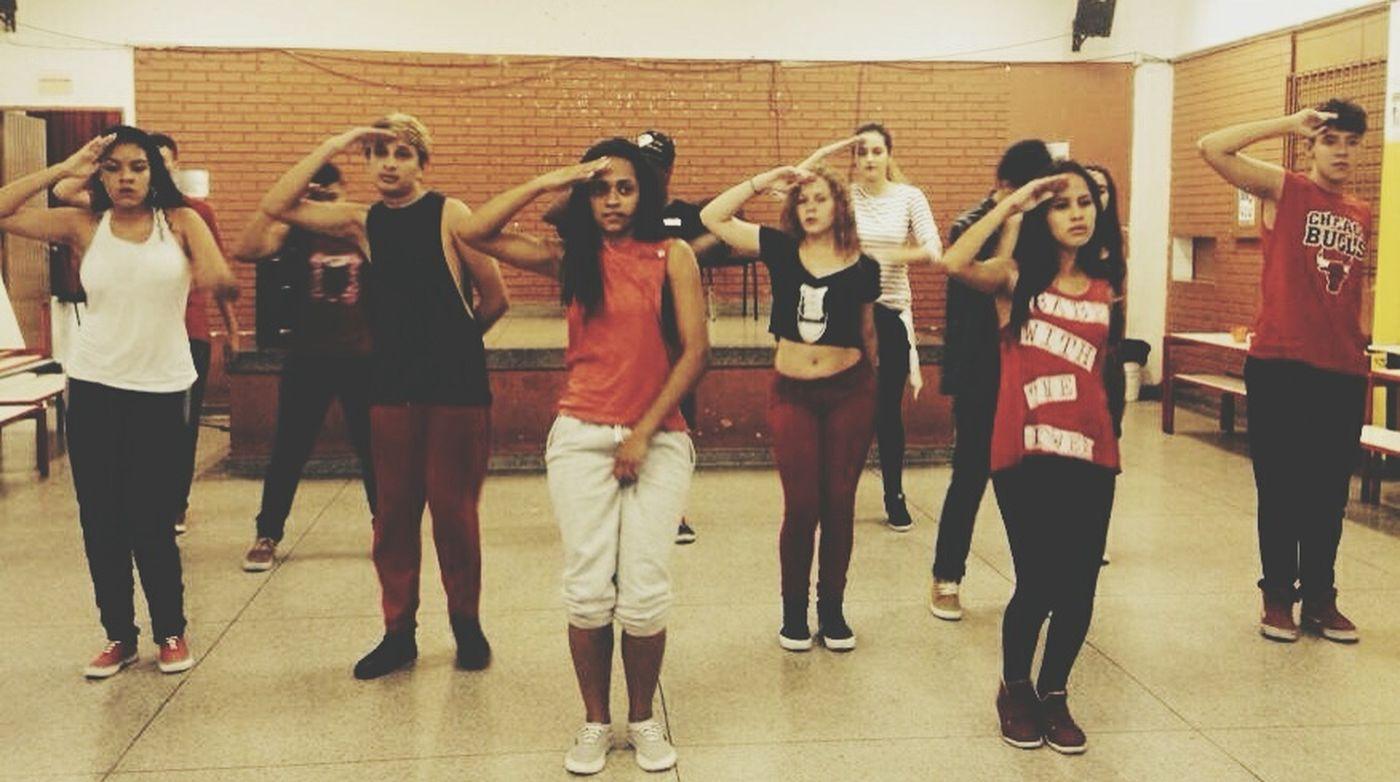 Boa noite que eu cheeee.... Friends ❤ Red Perfect Dancers Danceforlife HipHop Streetdance