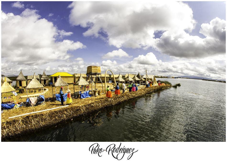 Isla de Uros, en el Lago Titicaca en Puno Perú :) AirBnB Island Nature Photography Peru Puno Sky Titicaca Travel Trip Uros Water