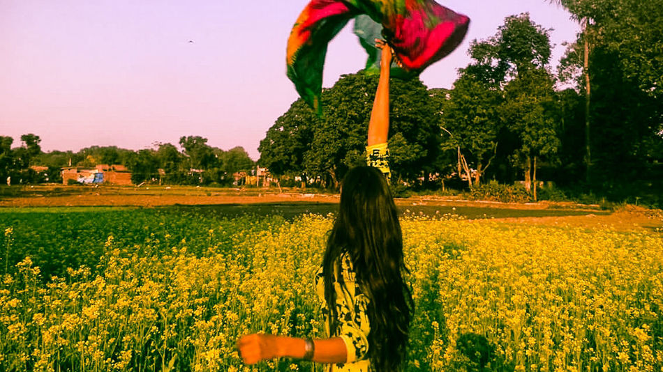 Feild Of Flowers Feild Of Dreams Enjoying Life Yellow Green Nature Yellow Flower Girl Swagg ♥ That's Me Colors Of Autumn