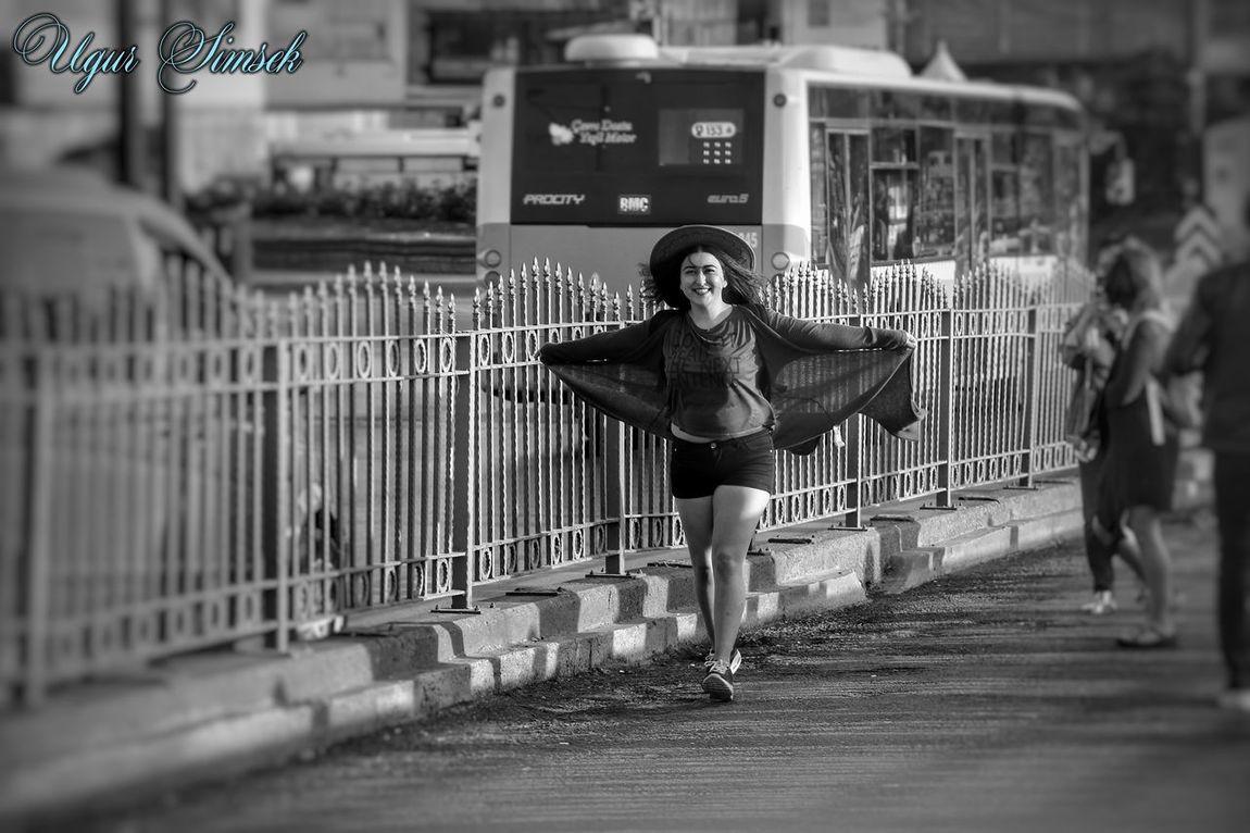 People Only Women Happiness One Woman Only Women Real People Istanbul Eminönü Happiness Happy :) Istanbul City Istanbul Turkey Uğur Ugursimsek Flower özgürlük😉 Freedom!Özgür olmaktı hayallerimiz. Yıldızlara Ay'a ulaşmak gibi... Yaşamaktı hayallerimiz, kuşlar gibi ucsuz bucaksız uçmaktı. Kadın gibiydi umutlarımız ayaklarının altında cennete ulaşmak gibi