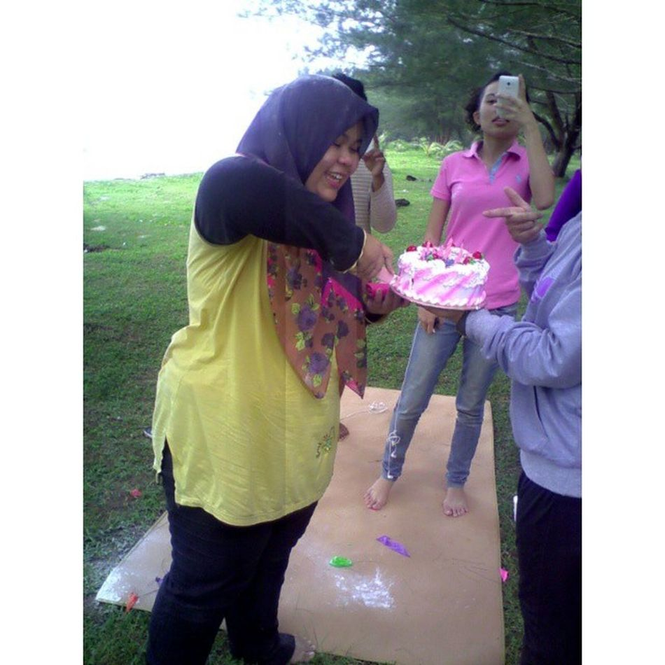 Baby boo mnangis terharu.. dia igt kmi lupa birthday dia.. hahaha.. happy birthday boo .. i lapch chuu okay .. Nuriffahizzah Turn19 Peacepark Picnic birthdaycelebration