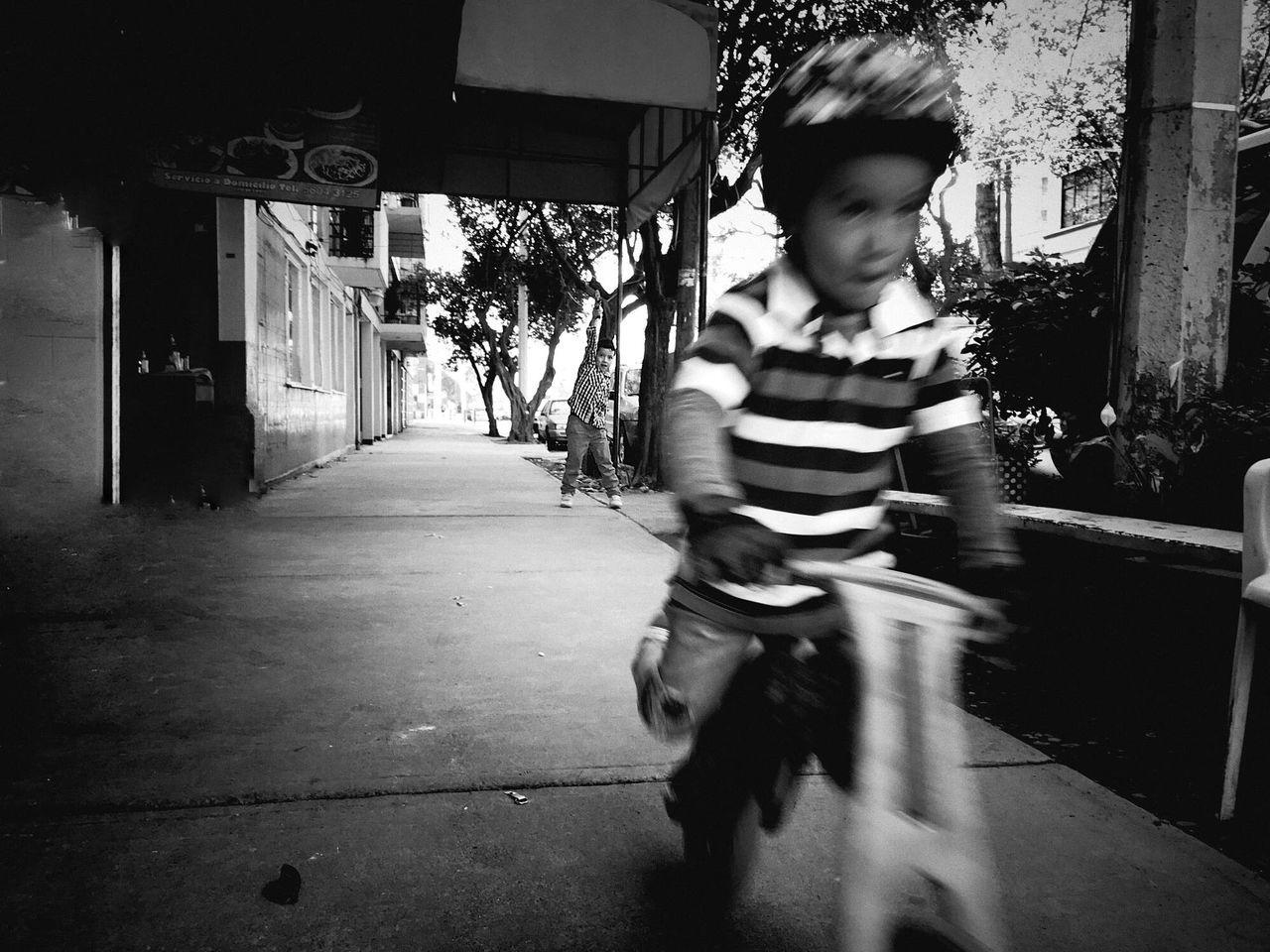 Kids Being Kids Mexicocity  Streetphotography Blackandwhite Monochrome Fun Lifestyles IPhone7Plus Outdoors