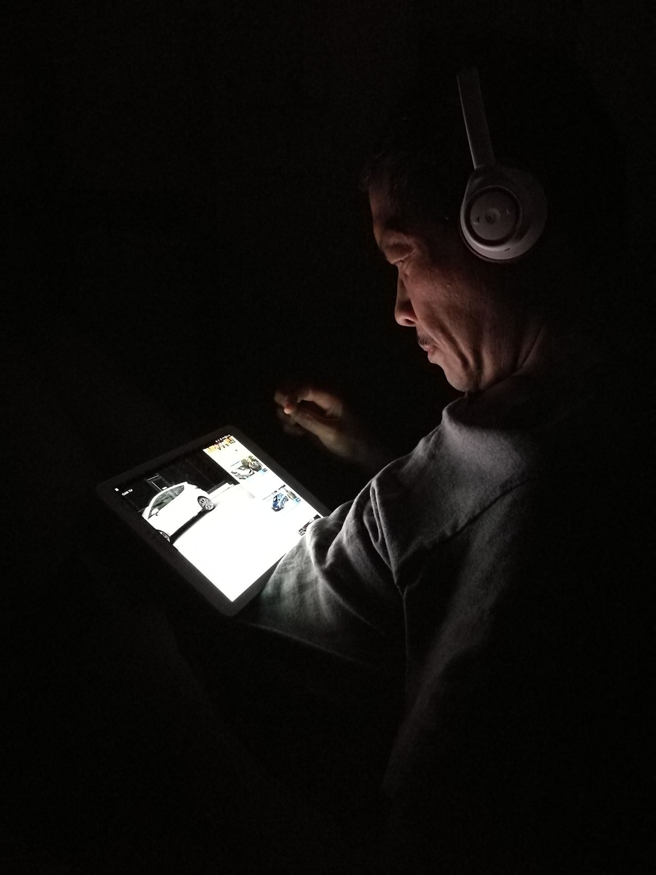 Connection One Man Only One Person Adults Only Indoors  Technology Internet Adult Music Black Background Human Body Part Headphones Lights And Shadows Lights And Shadows No Flash Profile Portraits Portrait Of A Man  Profile Shot Portrait Of A Man  Indoors  Full Concentration. The Portraitist - 2017 EyeEm Awards The Street Photographer - 2017 EyeEm Awards Night PhotographyConnection And Communication Tablet Device BYOPaper!