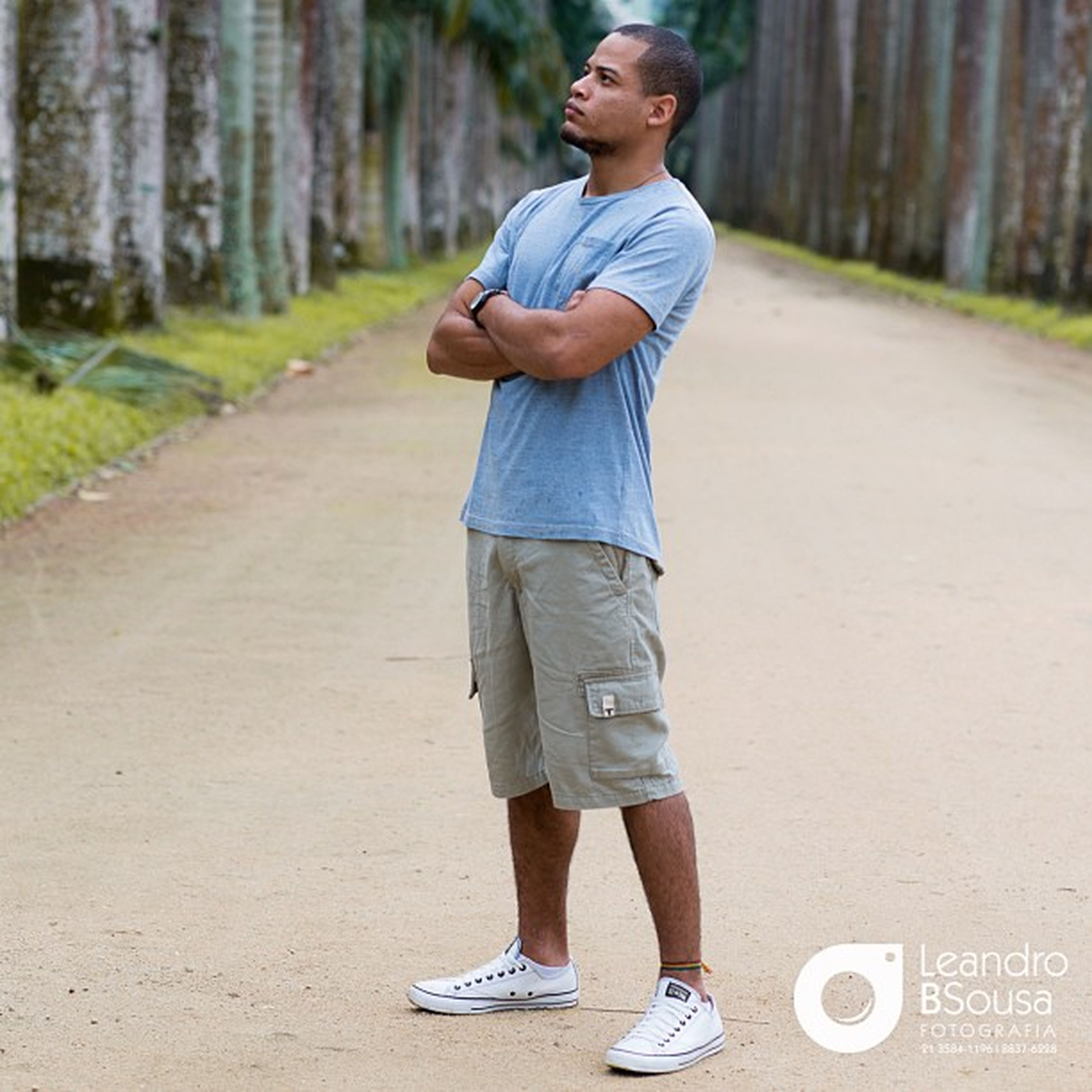 person, casual clothing, lifestyles, young adult, full length, front view, leisure activity, looking at camera, focus on foreground, standing, portrait, young men, smiling, street, road, day, outdoors